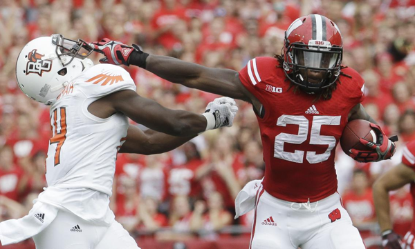 Melvin Gordon S Big Day Moves Him Into The Record Books For Now At Least Sports Photograph Fun Sports Ncaa College Football