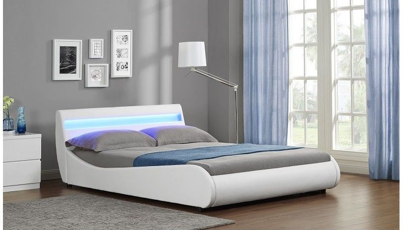 Lit A Led Simili Cuir Blanc Mat Zet 160 Lestendances Fr Lit Led Lit Design Lit Deux Places