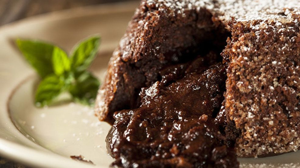 Chocolate molten lava cakes with images crockpot lava
