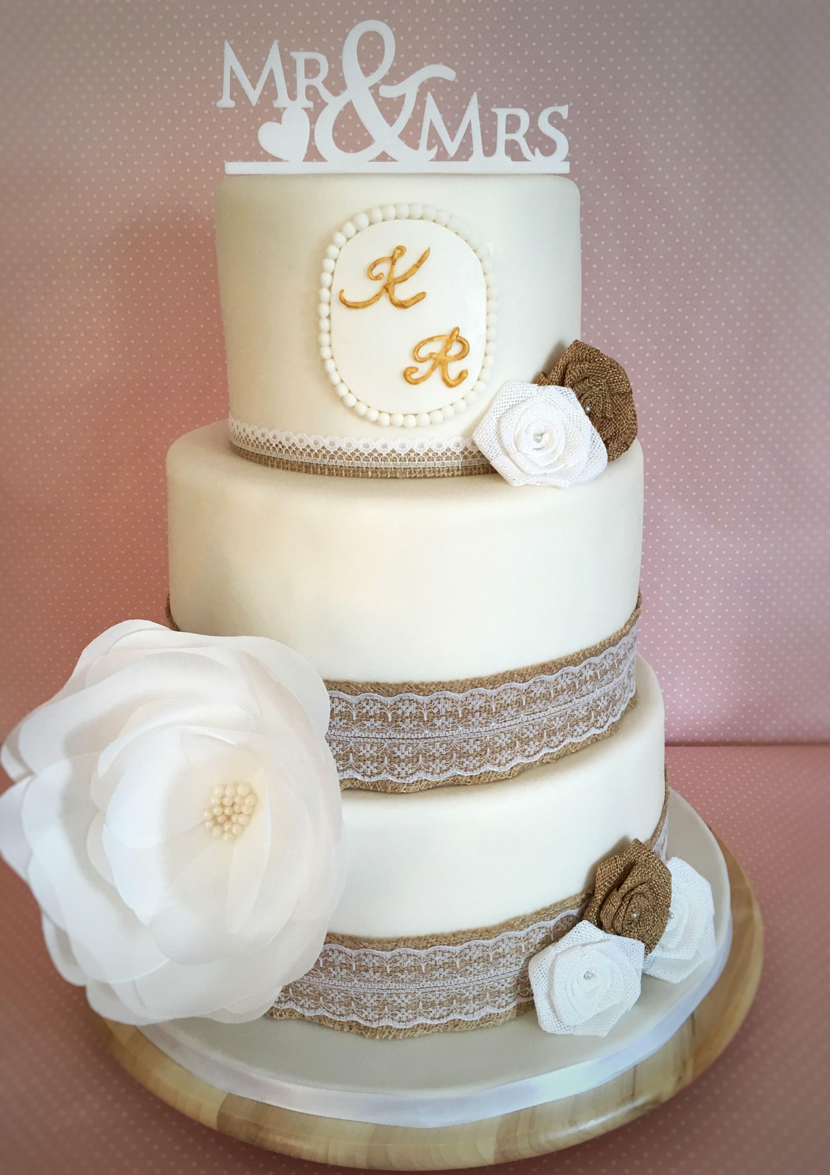 Vintage Wedding Cake Hochzeitstorte Weiss Mit Juteband Und