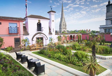 The Sky S The Limit A Roof Garden Will Make Your Neighbours Green With Envy And Developers Are Catching On Roof Garden Spanish Garden Rooftop Garden