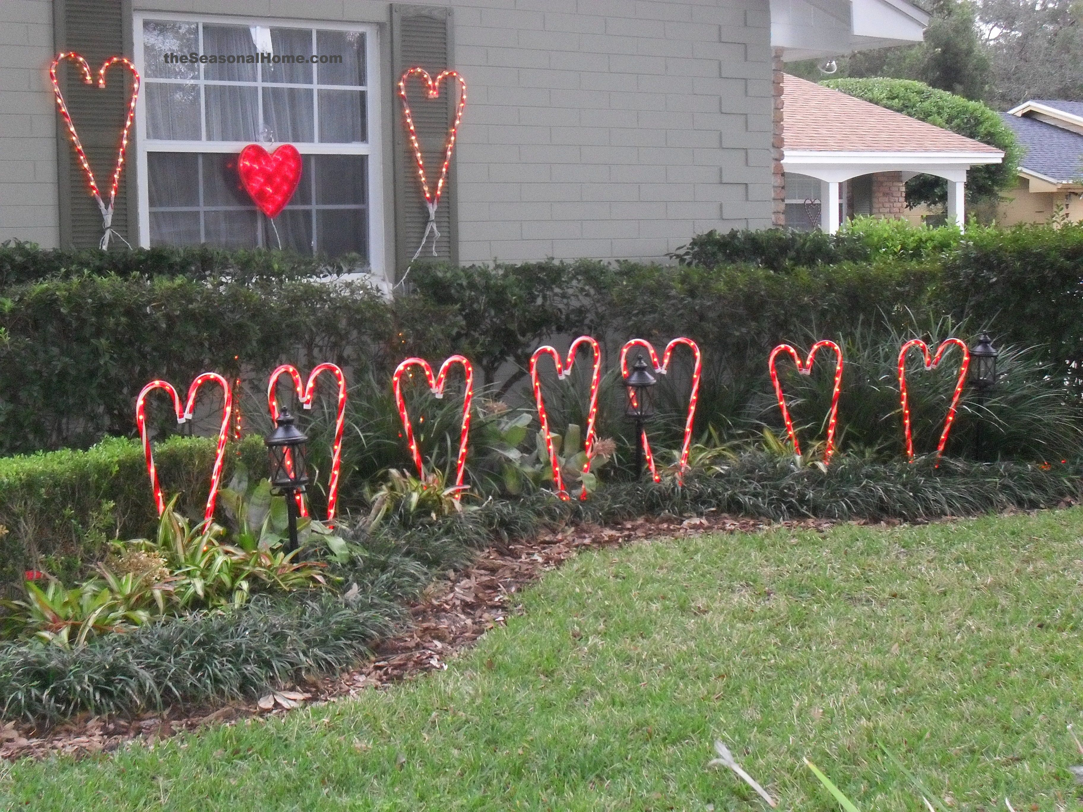 New Twist On My Valentine Yard Decor Valentines Outdoor Decorations Diy Valentines Decorations Valentine Decorations