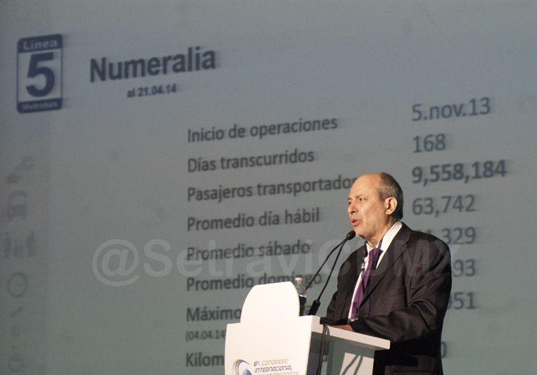 Ingeniero Guillermo Calderón Aguilera, Director General de Metrobús quien habló  de la Línea 5, primer Calle Completa.