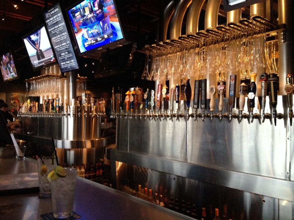 Dine At Yard House Restaurant In The Fountains Roseville Where You Ll Find Local Boutiques Creating A Unique And Unexpected Ping Experience