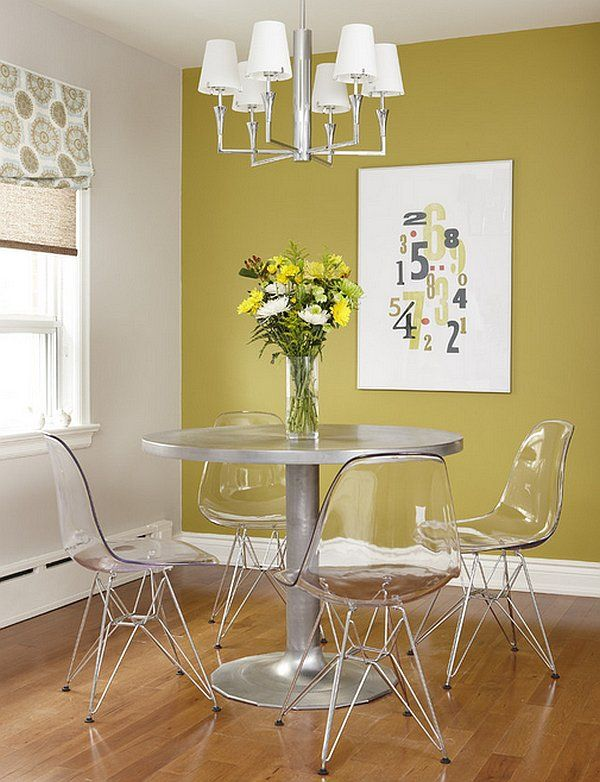 esszimmer tisch stühle akryl farben kronleuchter Essecke - esszimmer neu gestalten