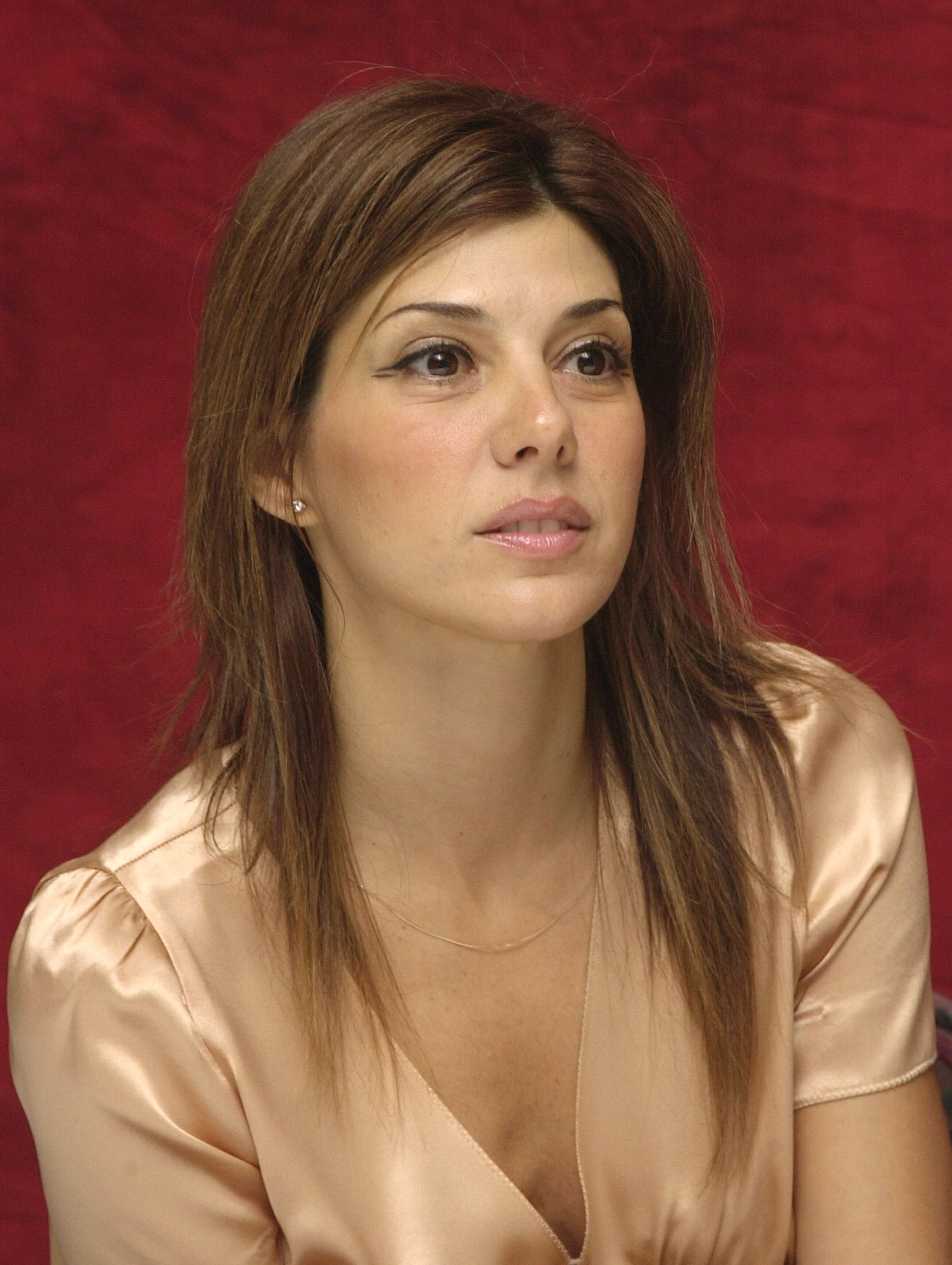 Does Marisa Tomei pass anywhere besides Italy?