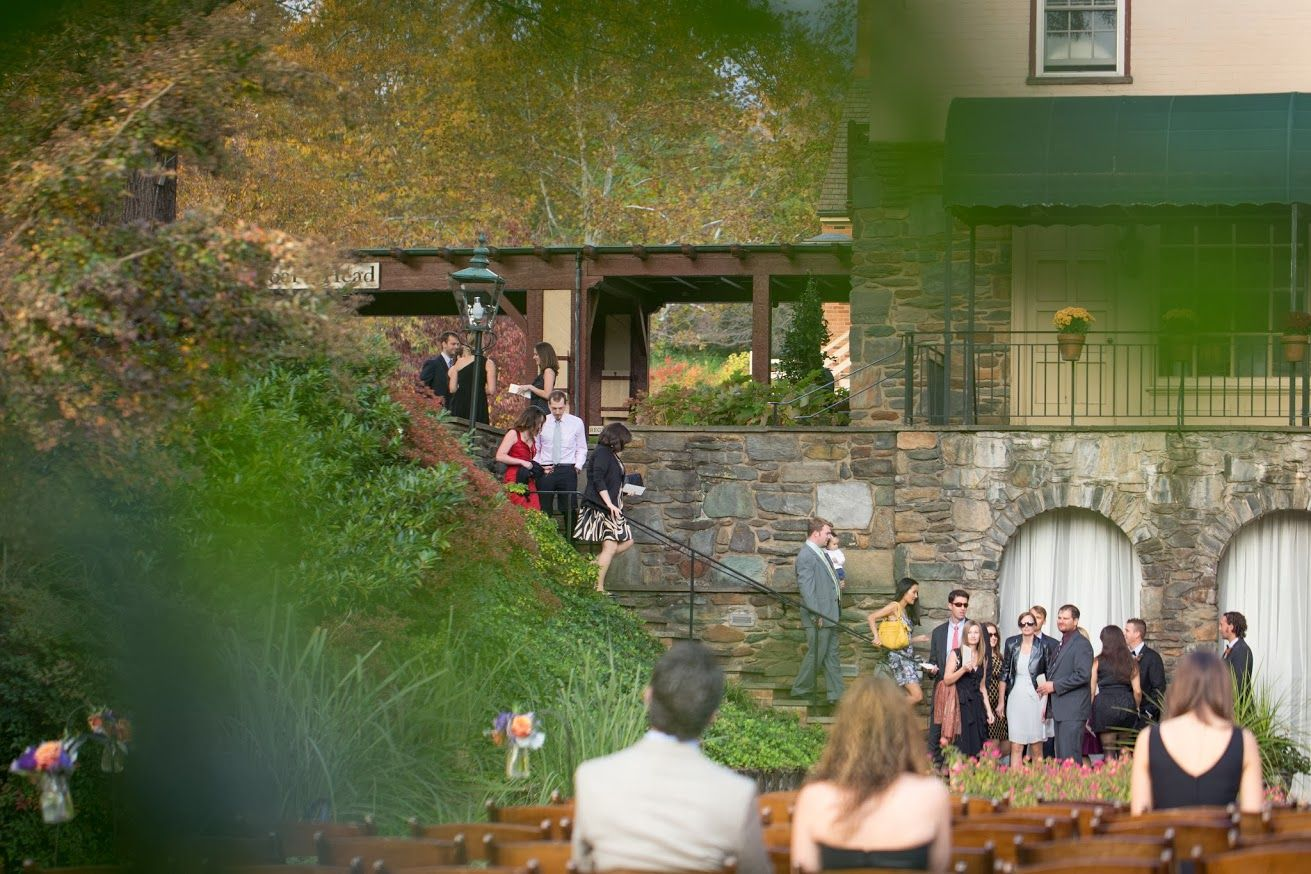 Guests begin to arrive {Photo Credit: Ryan & Rach Photography}