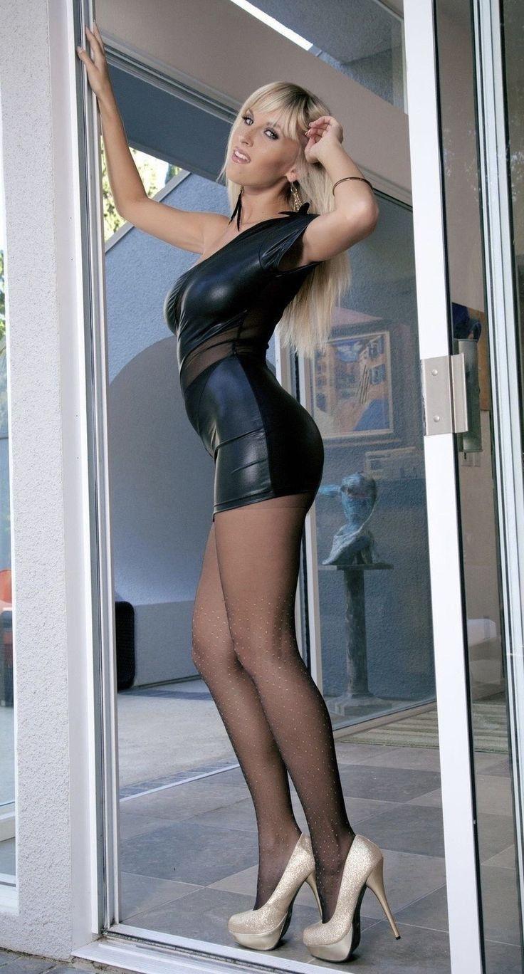 Crossed Thighs Skirt