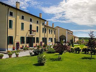 Romantic villas, surrounded by nature. Rooms, apartments