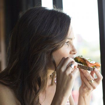 Try these lunch recipes and diet tips to stop feeling tired after eating.