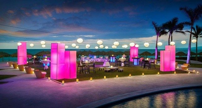 Gorgeous Outdoor Wedding At The Hard Rock Hotel Vallarta Mexico Yes To Contact Con Public Beach Ceremony