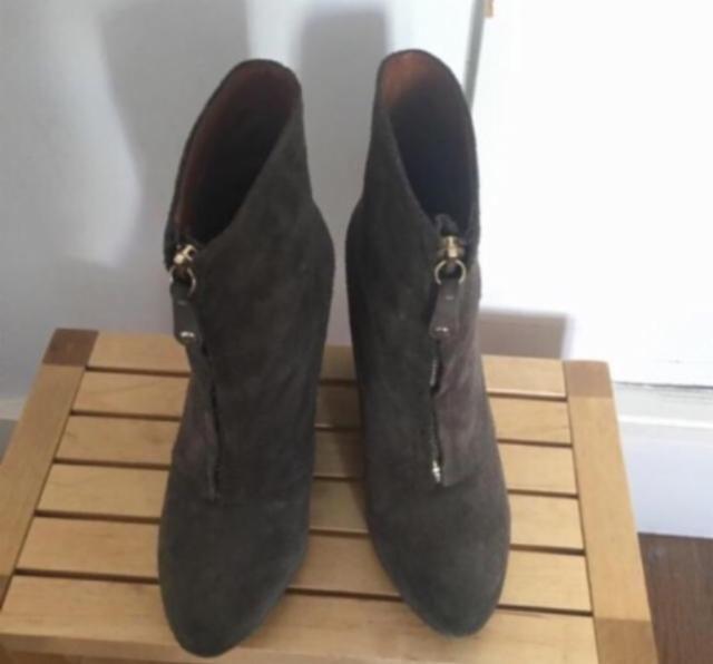 10,00€ · Preciosos Botines Zara · Preciosos Botines 100% piel de Zara! Con un unico uso y en perfecto estado!!! Son comodisimos ya que tienen 10,5 cm de cuña y 1,5 cm de plataforma interna! Talla 38-39 · Moda y belleza > Zapatos > Zapatos de mujer > Botines de mujer