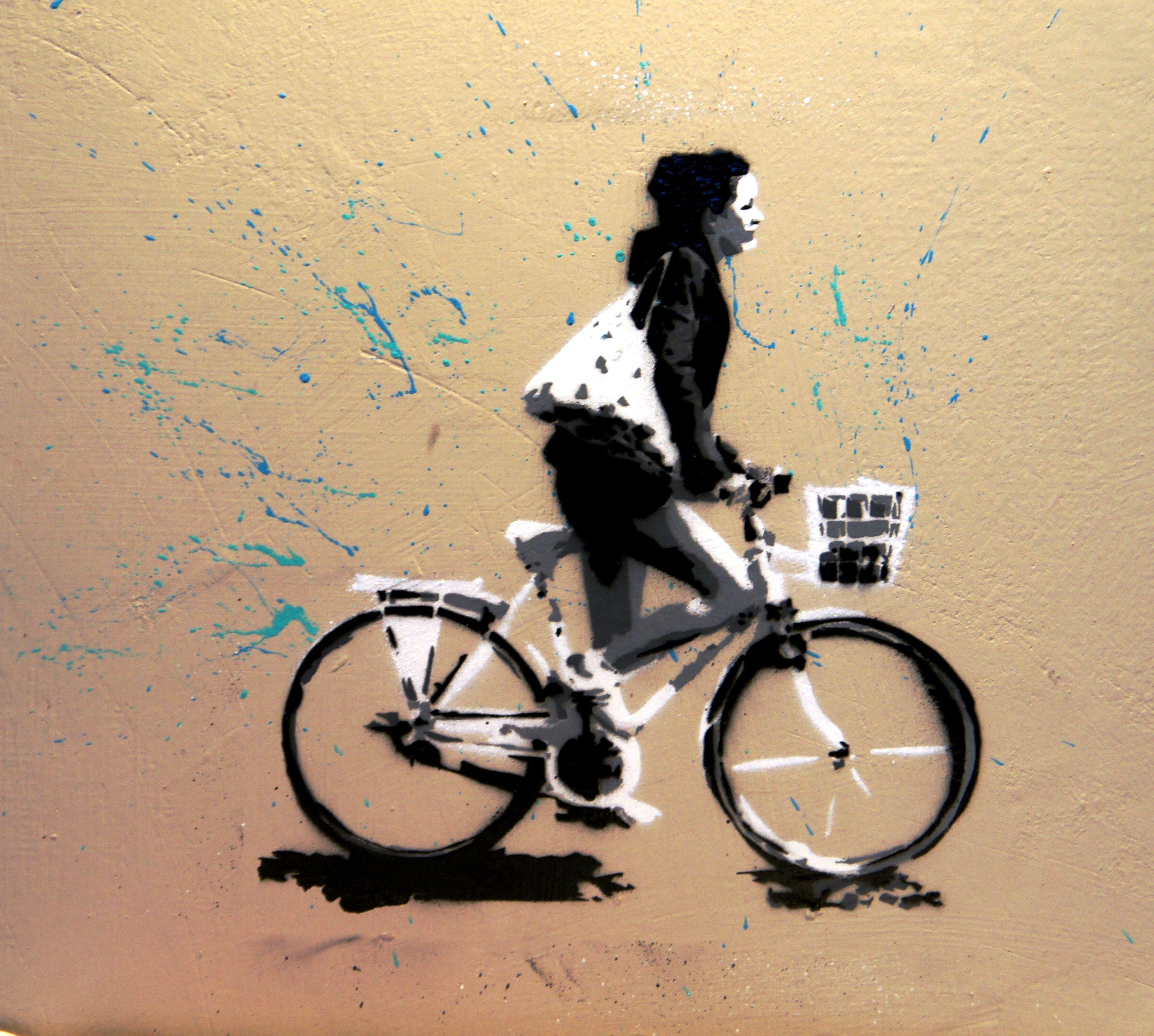 Bike #stencil on restaurant wall. Like it?  #CURLYstencil #StreetArt