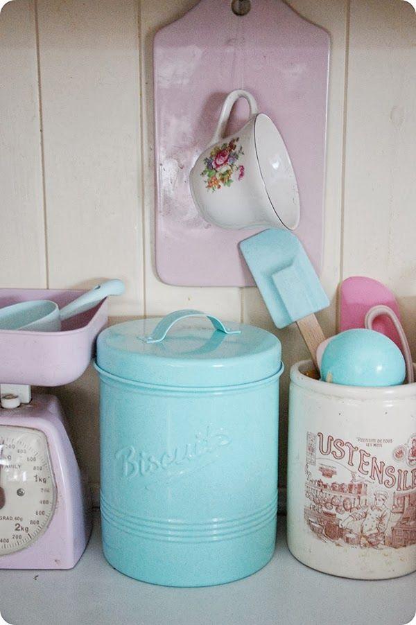Perfect pastel kitchen accessories