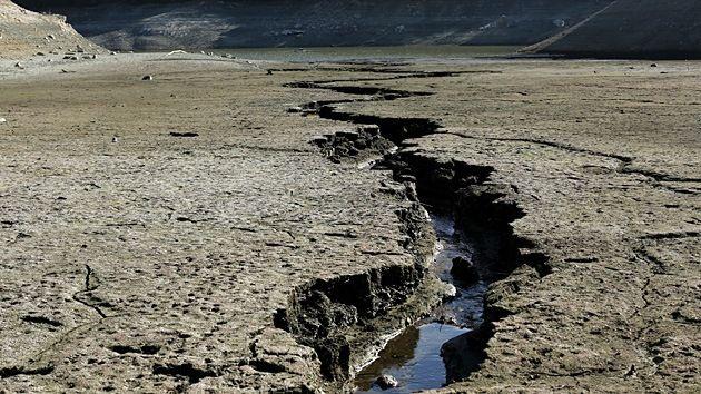 DivaDeaWeag | Descubren por qué el río Amazonas corre al revés.El Amazona una vez fluyò en sentido contrario;de este a oeste.La inversiòn de la direcciòn del rìo màs grande de la Terra no es algo trivial y los geòlogos han estado estudiando la causa de ello bastante tiempo.El Amazona corre hacia arriba a causa de una erosiòn terrestre.Lo ha demostrado el doctor Victor Sacek,de la Universidad de Sàù Paulo.-