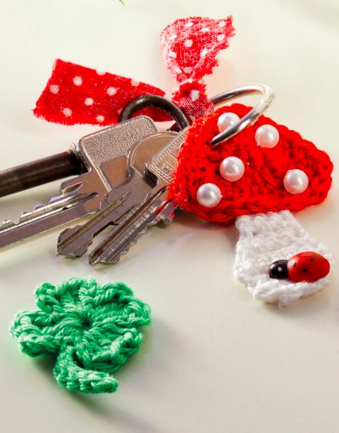 Gehäkelte Schlüsselanhänger Mit Fliegenpilz Und Glücksklee Als