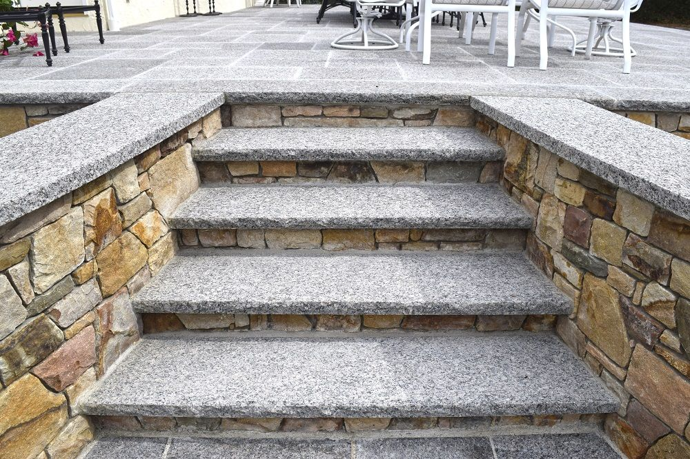 Caledonia steps/treads are thermal top and rock face edge.