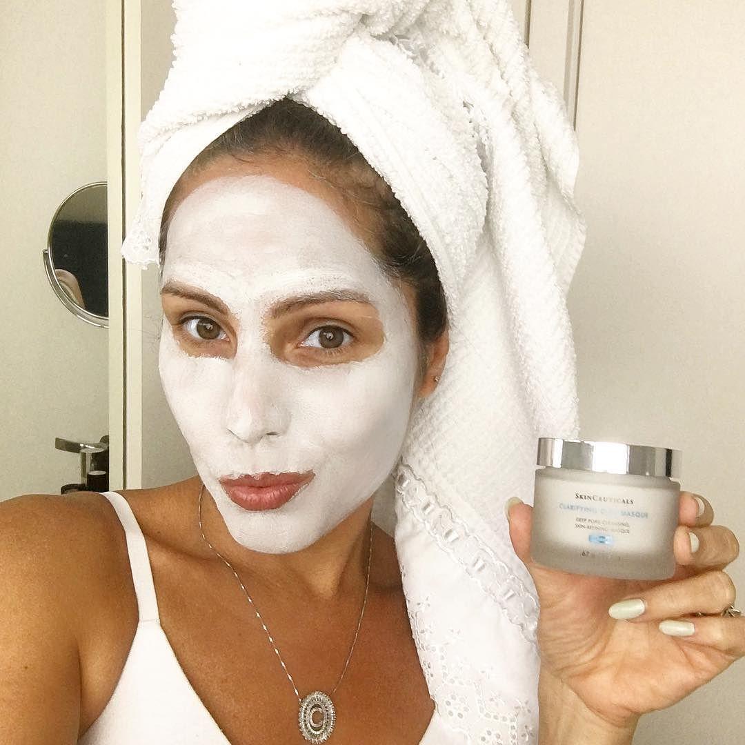 Buhhhhh... {} Segunda da beleza! Hoje testei e aprovei a nova máscara de revitalização da pele da @skinceuticalsbrasil a Clarifying Clay Masque #poderskinceuticals  #masque #beautymask #beautytips #beautycare #instabeauty #nutriçãoebeleza #chriscastro #girisbioggers #skinceuticalsbrasil #beleza #facecream #instalike