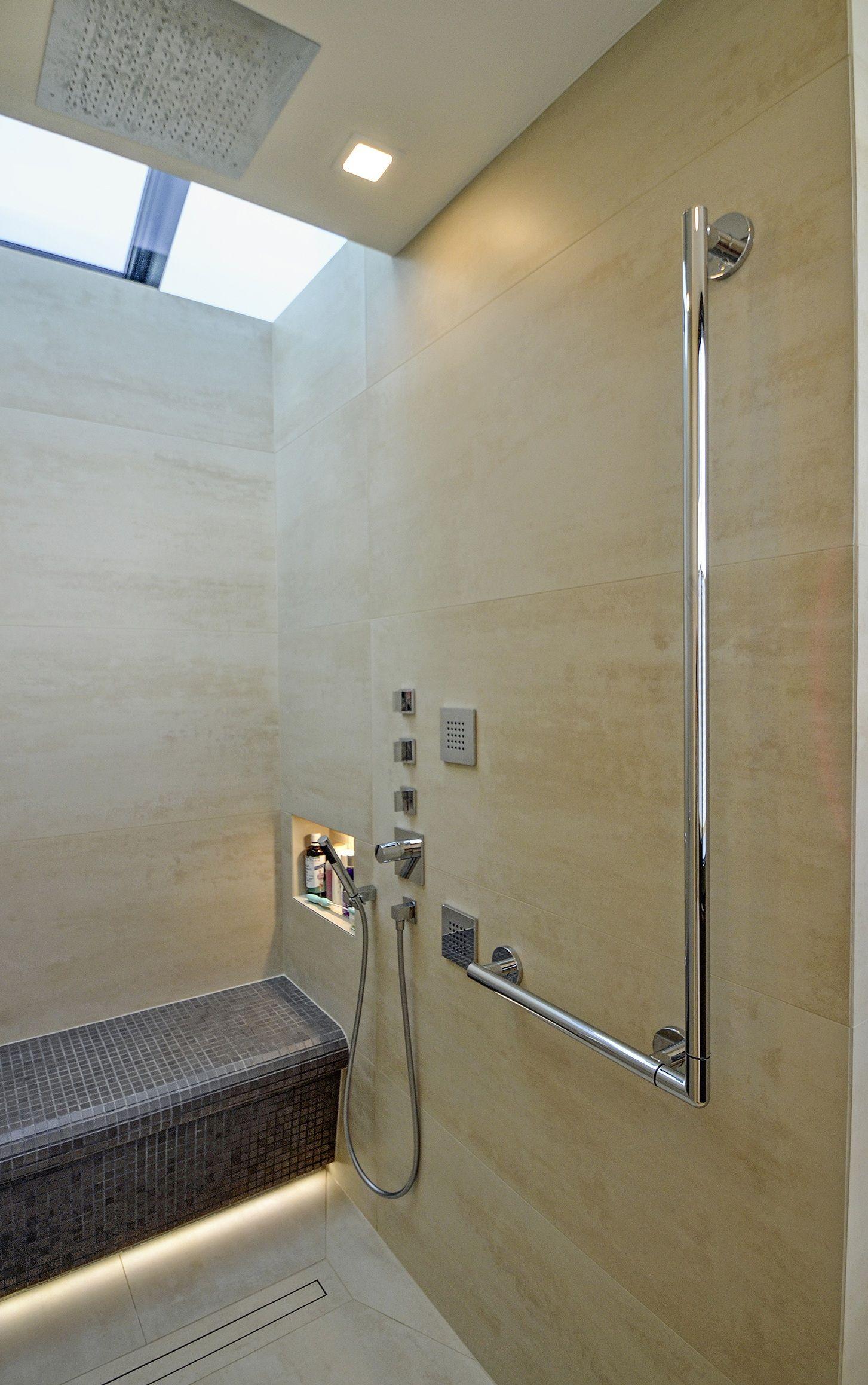 So Gestalten Sie Das Bad Generationsübergreifend Badezimmer Gestalten Moderne Dusche Behindertengerechtes Bad