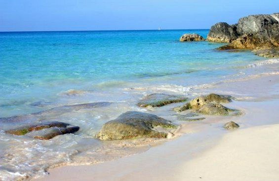 Bermuda is one of the world's leading beach resorts. It boasts kilometers of pink shoreline, broken only now and then by cliffs that form sheltered coves.
