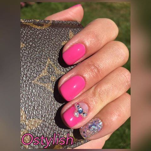 Ostylish uses CND Shellac in Hot Pop Pink with chunky #glitter, Swarovski Crystals for this fab look #nails #nailart #lovelecente