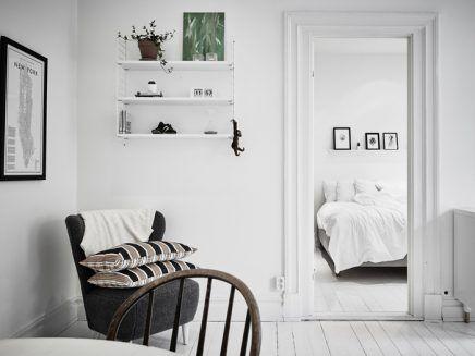 Kleine witte woonkamer met witte meubels - Woonkamer   Pinterest ...