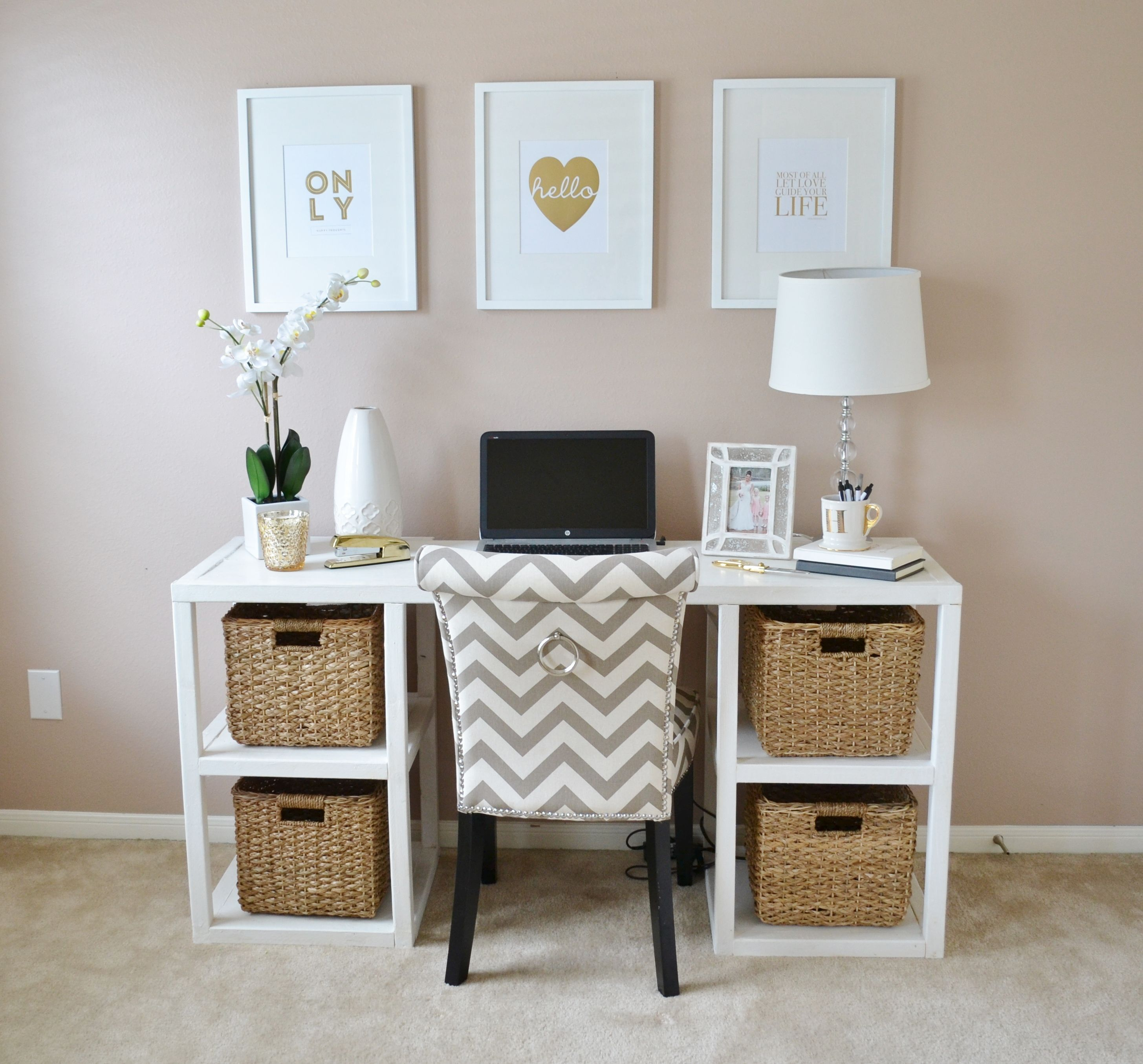 Bedroom Art Desk: Depiction Of Draw Your Wall With Beautiful Art With