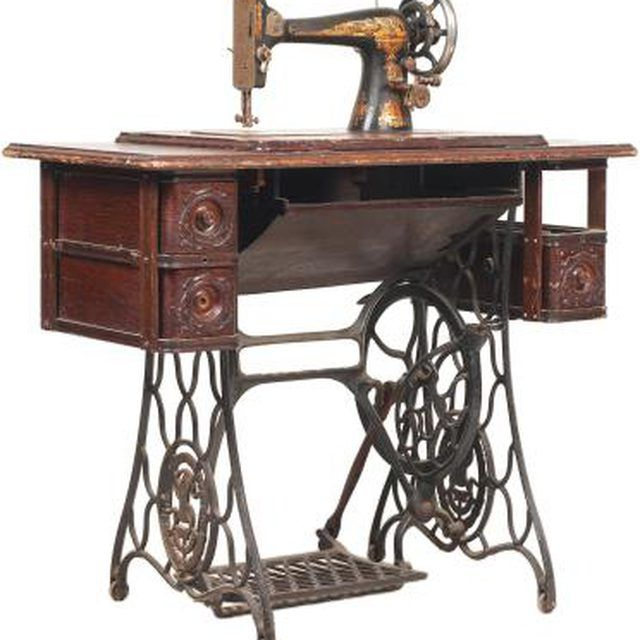 Singer Sewing Machine, How To Refinish An Old Singer Sewing Machine Cabinet