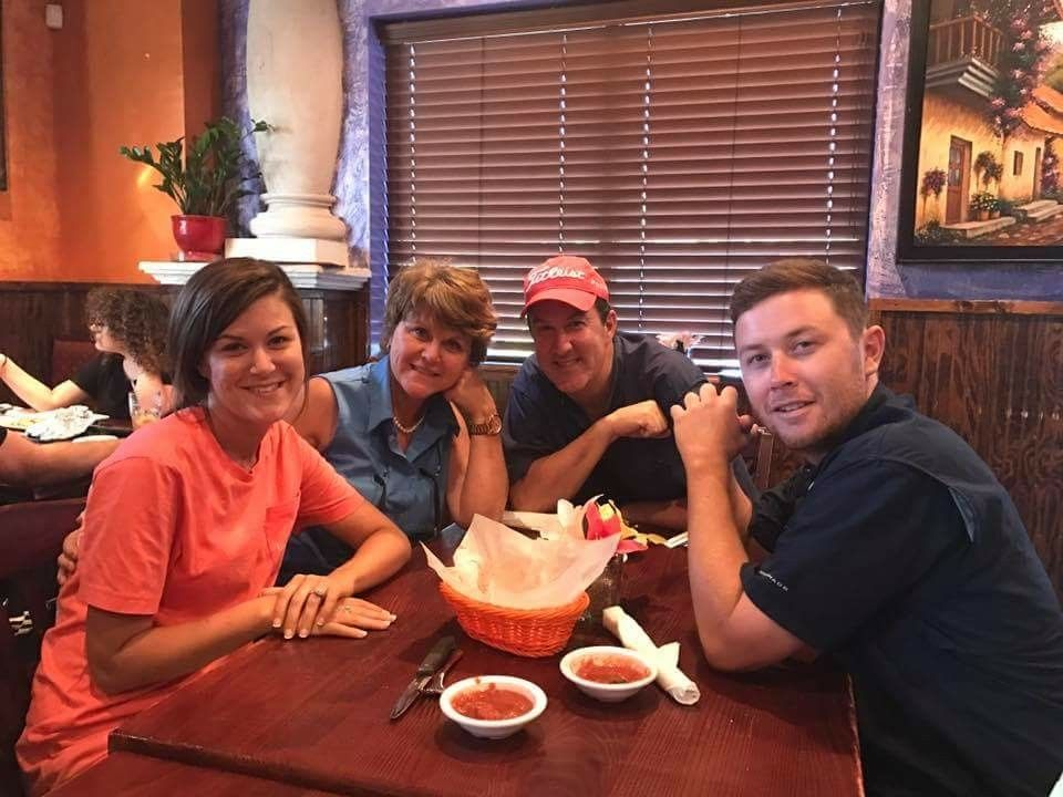 Scotty His Sister And His Parents I Swear I M Going To Marry Scotty One Day Scotty Mccreery Country Singers Country Stars