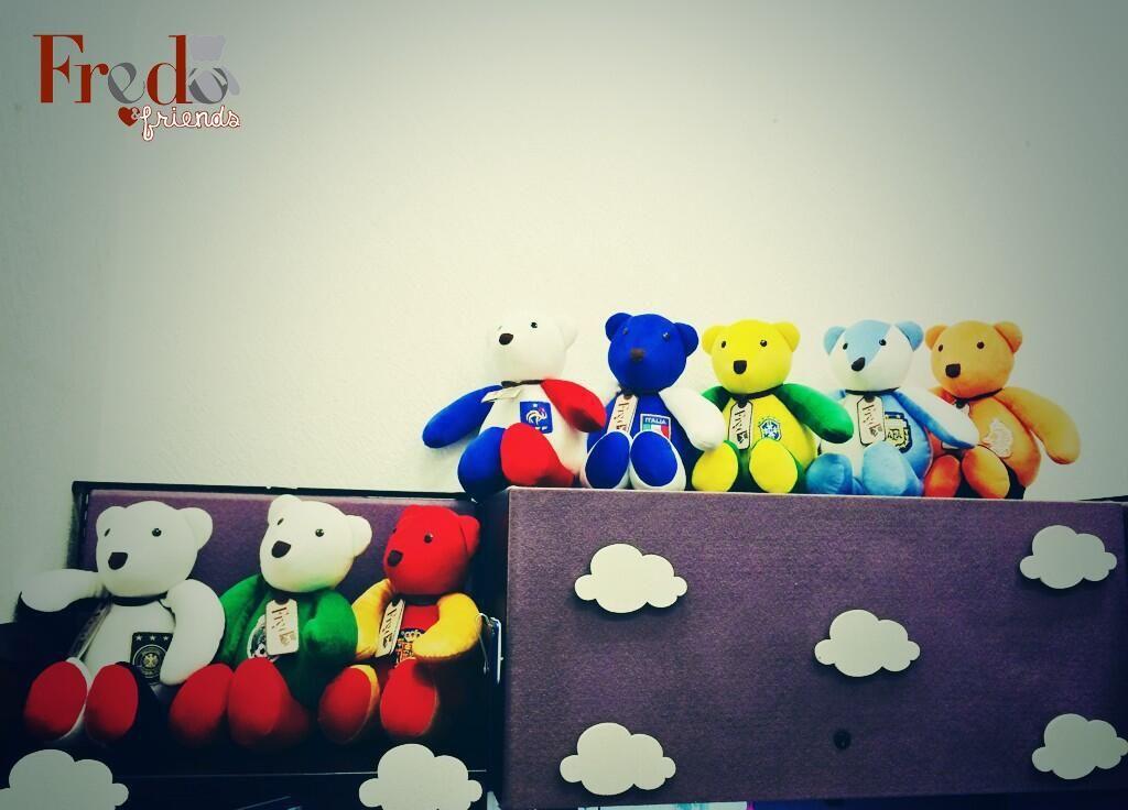 ¡@daniavelarb20 ya completó su colección de #FredosMundialistas! ¿Tú ya tienes los tuyos?  http://www.store.osofredo.com pic.twitter.com/CsFgxfw49E
