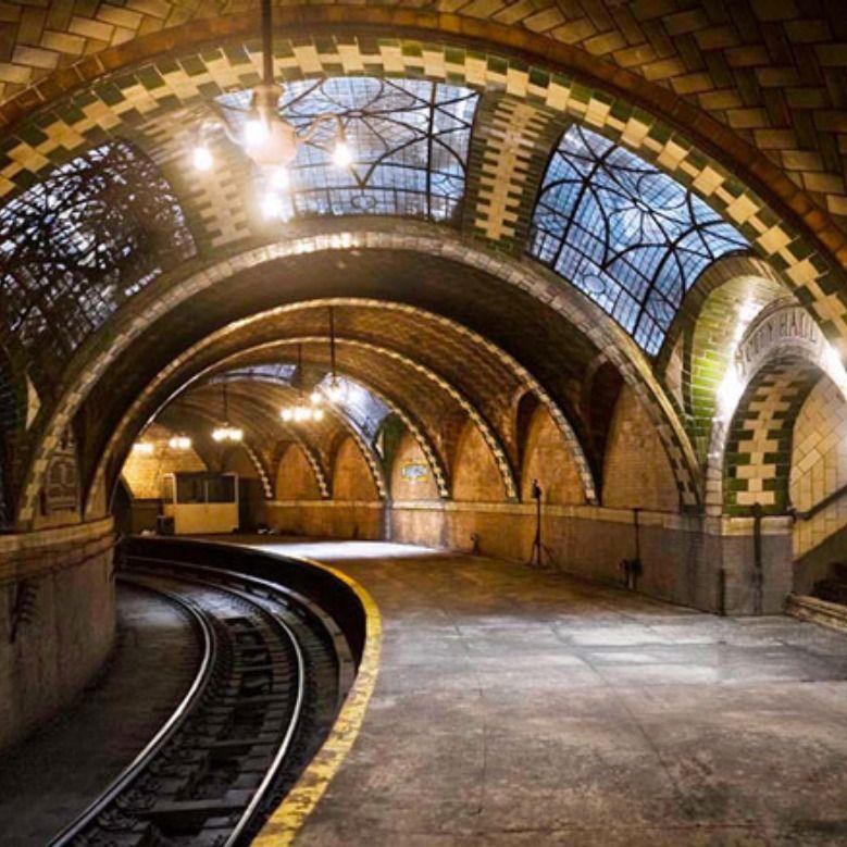 (FR ⤵) Wie Dacht Dat Een Metrostation Geen Architecturaal