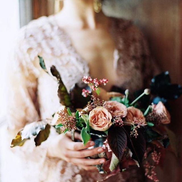 This petite clutch of blooms designed by @sarah_winward is full of so much depth and texture. Learn how to design just like Sarah does, in her online course at @ifimade. Photo: @erichmcvey.  #weddingflowers #bridalbouquet #weddingbouquet #ifimadeweddingflowers
