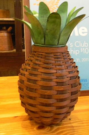 Longaberger 2011 Collector Club Pineapple Basket