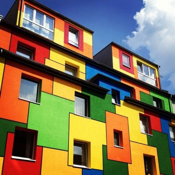 Colorful Buildings: Bright-homes-from-around-the-world-3-576x576