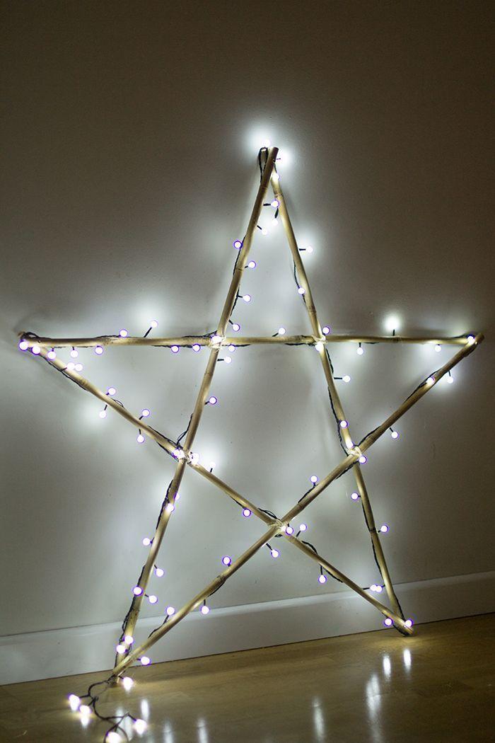 6 maneras diferentes de colocar las luces de navidad en tu for Decoraciones navidenas para hacer en casa