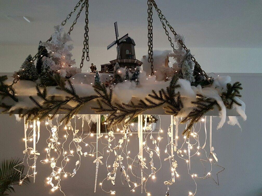 Lamp Boven Tafel Gemaakt Van Een Oude Ladder Kerst Ideeen Kerstdecoratie Oude Ladder