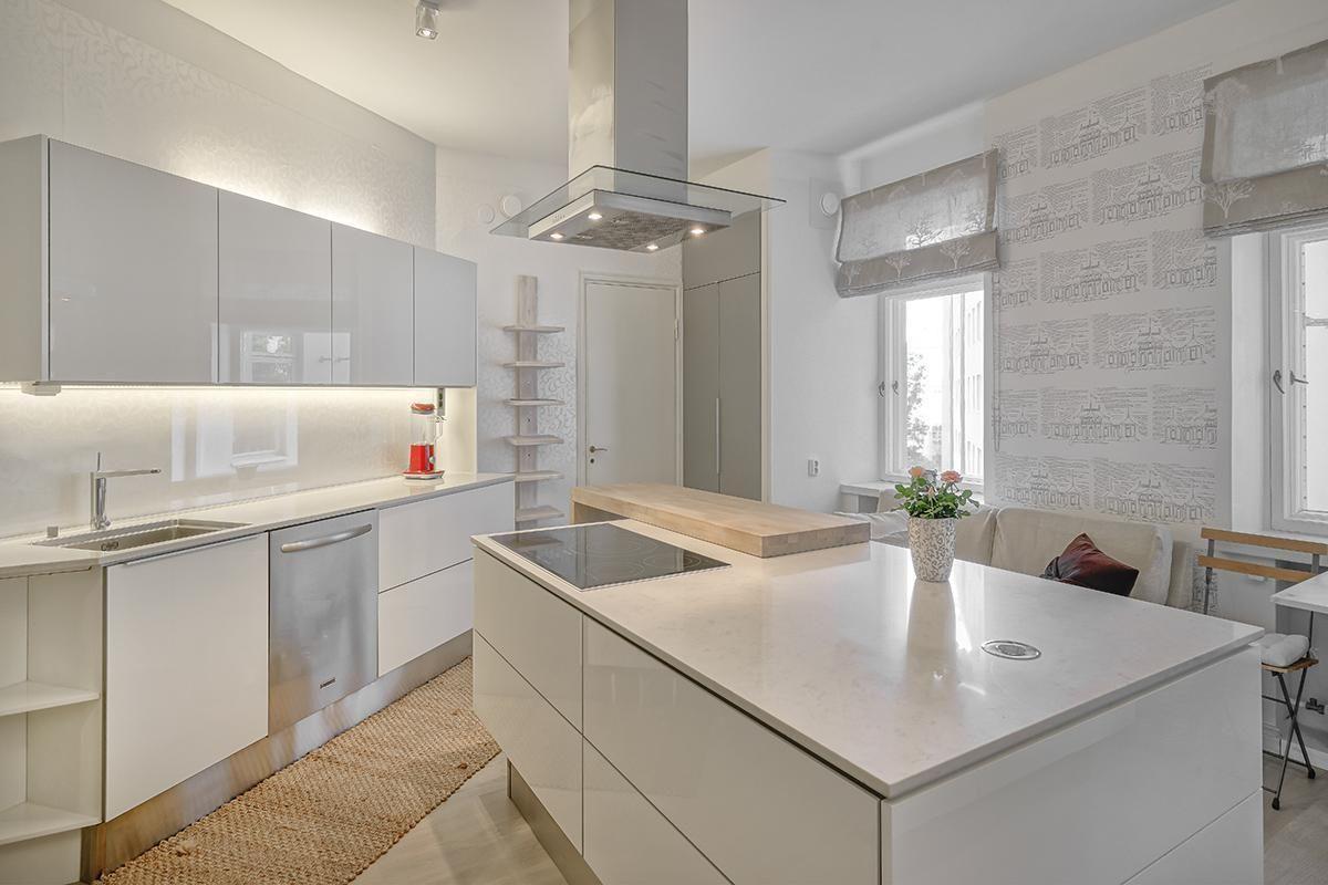 Lasi välitilassa, harmaa seinä | Kitchen | Pinterest