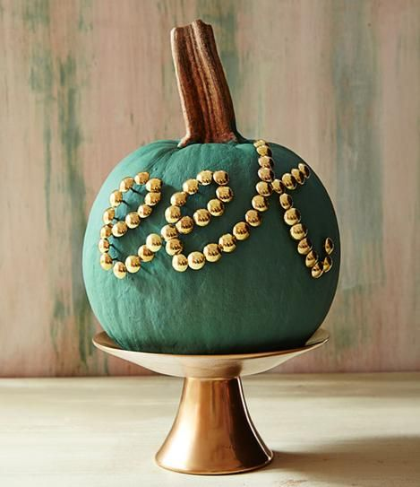 25 Chic and Easy Ways to Decorate a Pumpkin DIY Halloween, Gold - halloween decorations for the office