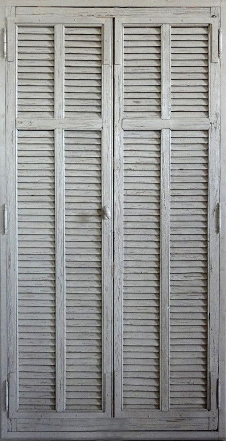 Portes Persiennes A Lames Amerciaines Peinture Patinee Portes De Rangement Decoratives Portes Antiques Porte Persienne Persienne Porte Placard Persienne