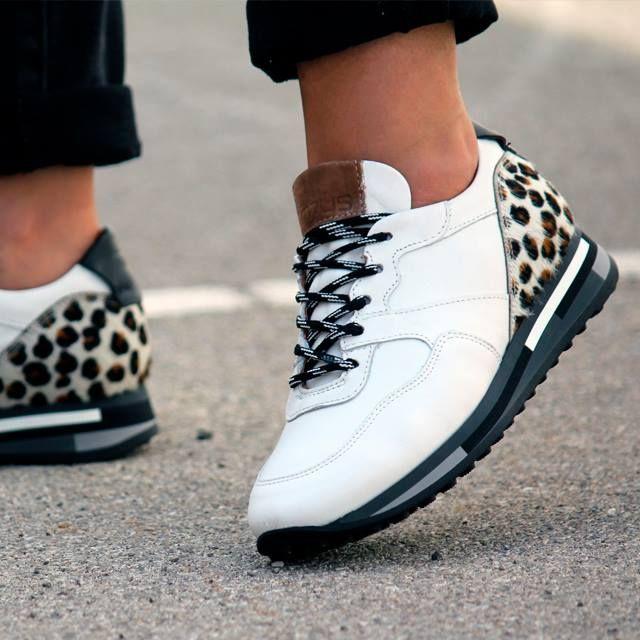 94ddc4b2185c Zapatos de deporte para mujer en color blanco. Características:con ...