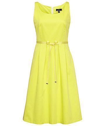 gelbes sommerkleid von daniel hechter yellow summer holiday fashion engelhorn travels. Black Bedroom Furniture Sets. Home Design Ideas