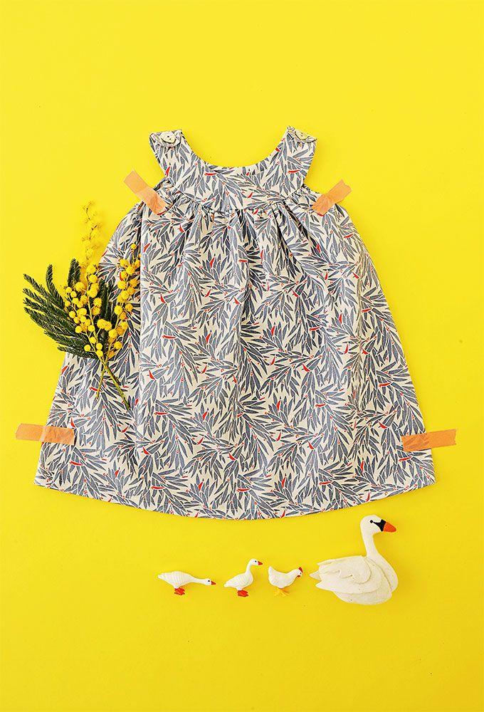 8787cf8aabcfe Coudre soi-même une petite robe légère de printemps pour bébé Sew a little  light spring dress for baby