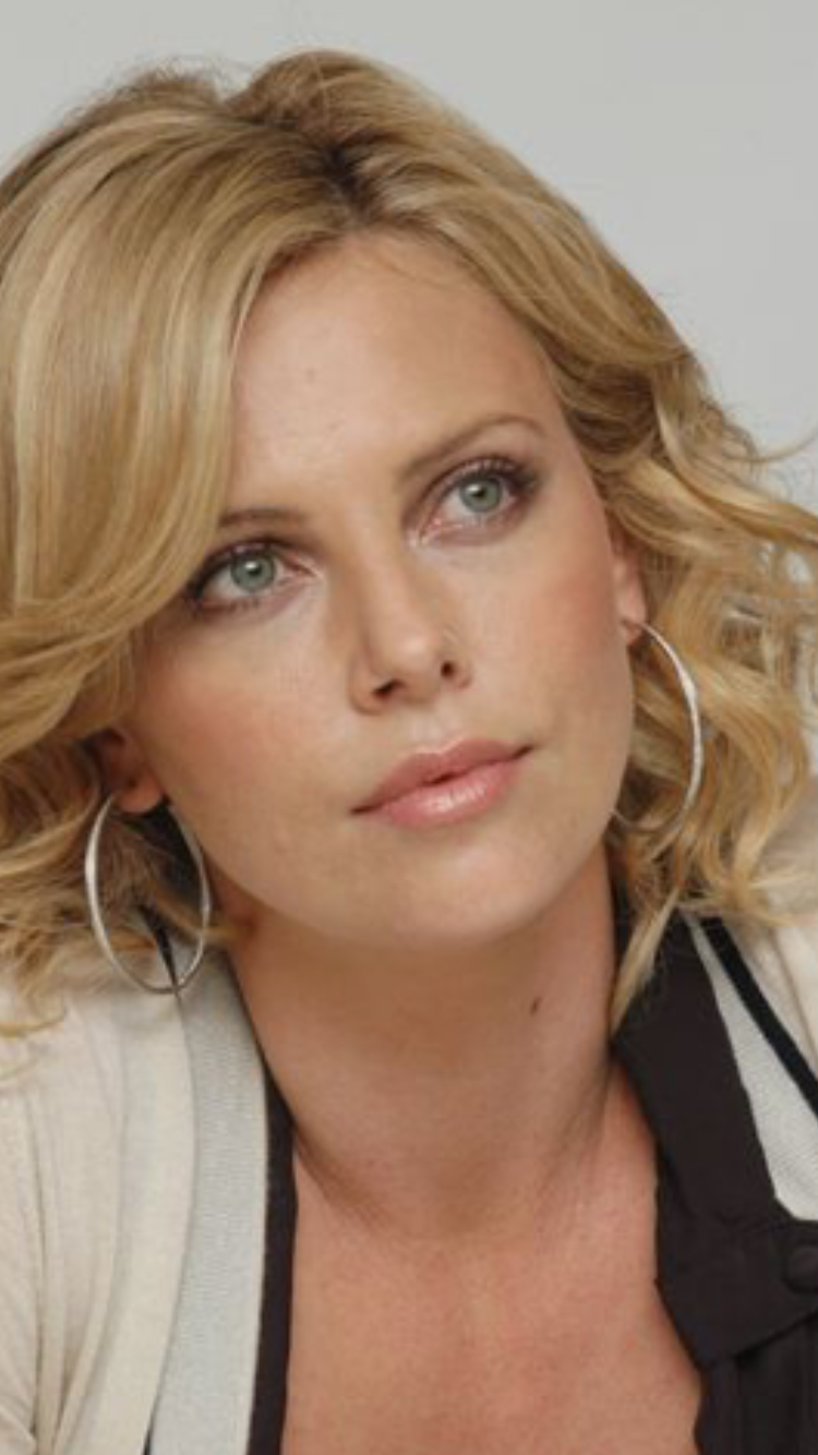 Charlize Theron (actrice, productrice et ancienne mannequin sud ...