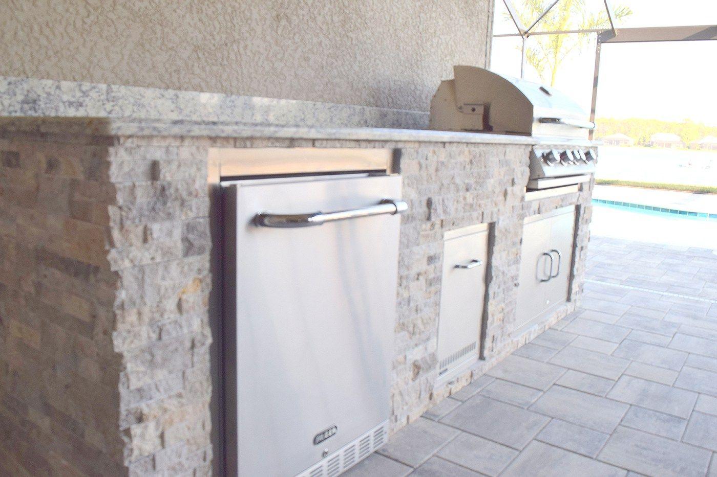 Simple & Elegant Custom Outdoor Kitchen | White granite, Travertine ...