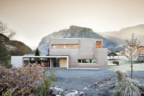 cette maison contemporaine est situe a mellau en autriche son style definitivement moderne et epure s integre incroyablement bien dans le paysage alpin