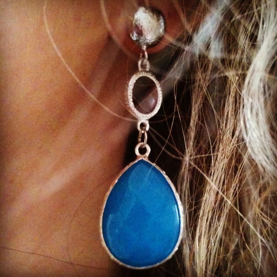 Blue and red stone in this wonderful and smart earring, handmade by me! Orecchino molto elegante nei topni dell'azzurro e del rosso, ovviamente una creazione de I bijoux di Elisa. #handmade #ibijouxdielisa #earrings #orecchini #red #lightblue #ilovehandmade #fattoamano