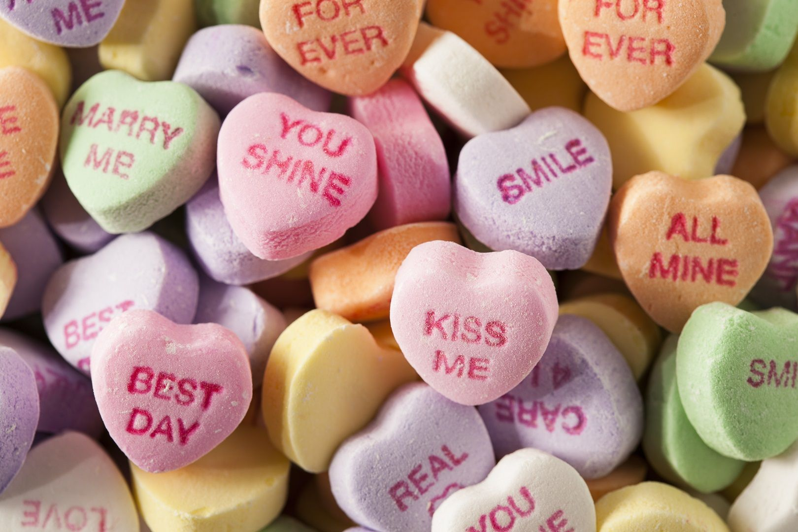 Here S Why You Won T See Sweetheart Conversation Hearts This Valentine S Day Sweetheart Candy Heart Candy Colorful Candy