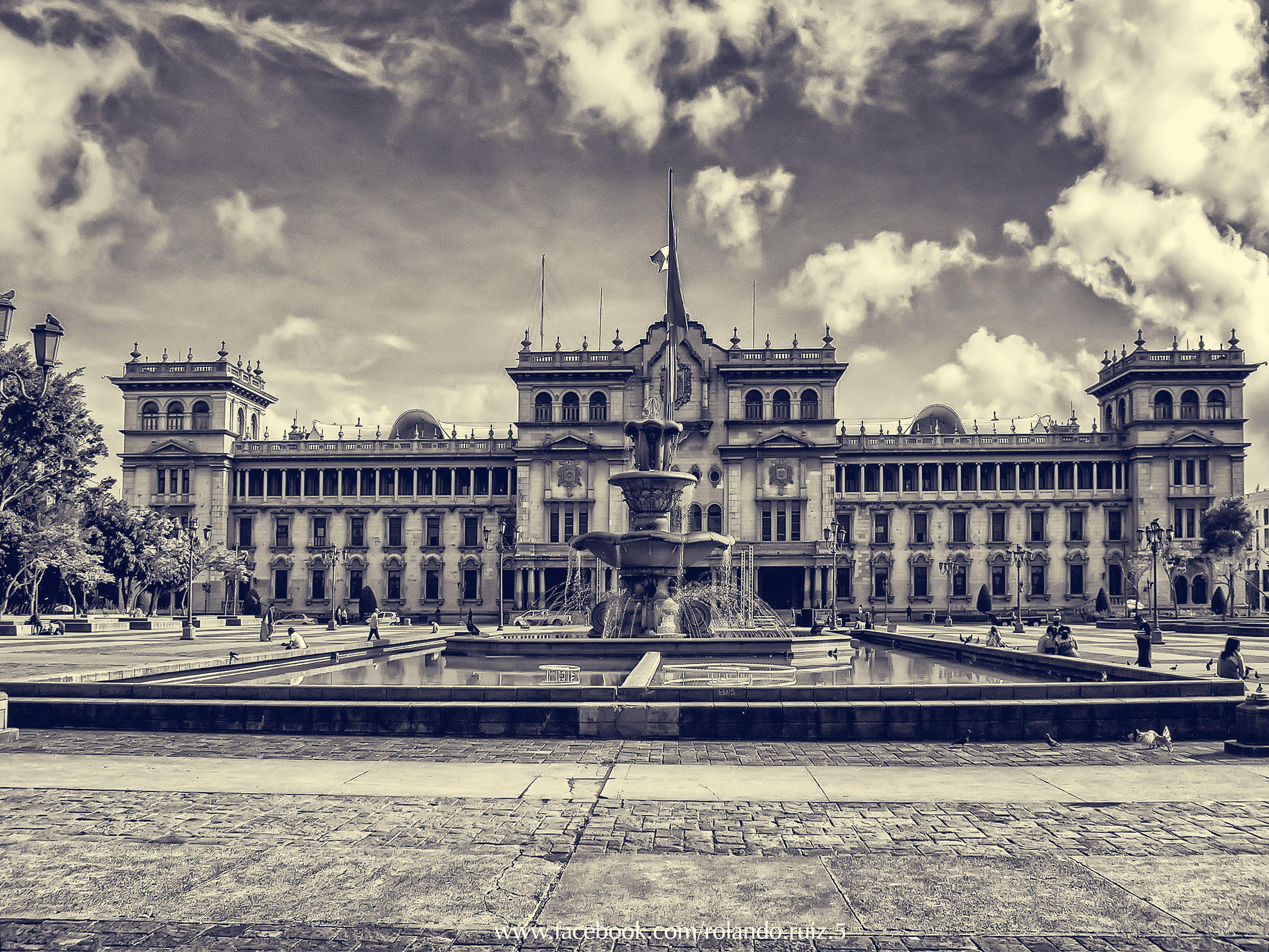 Palacio Nacional Uno De Los Monumentos Mas Emblematicos De Mi Querida Guatemala Guatemala Landmarks Building