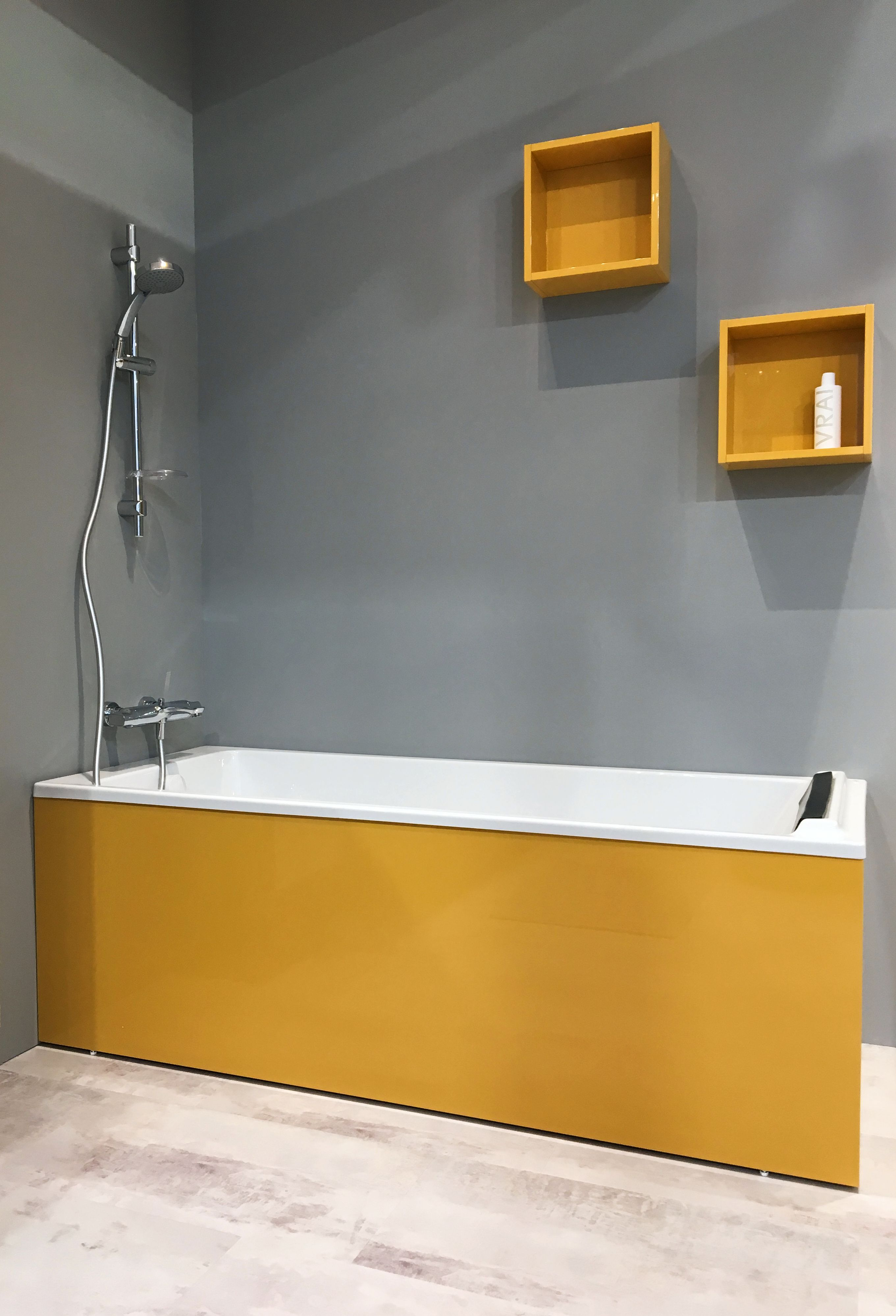 baignoire jaune meuble haut salle de