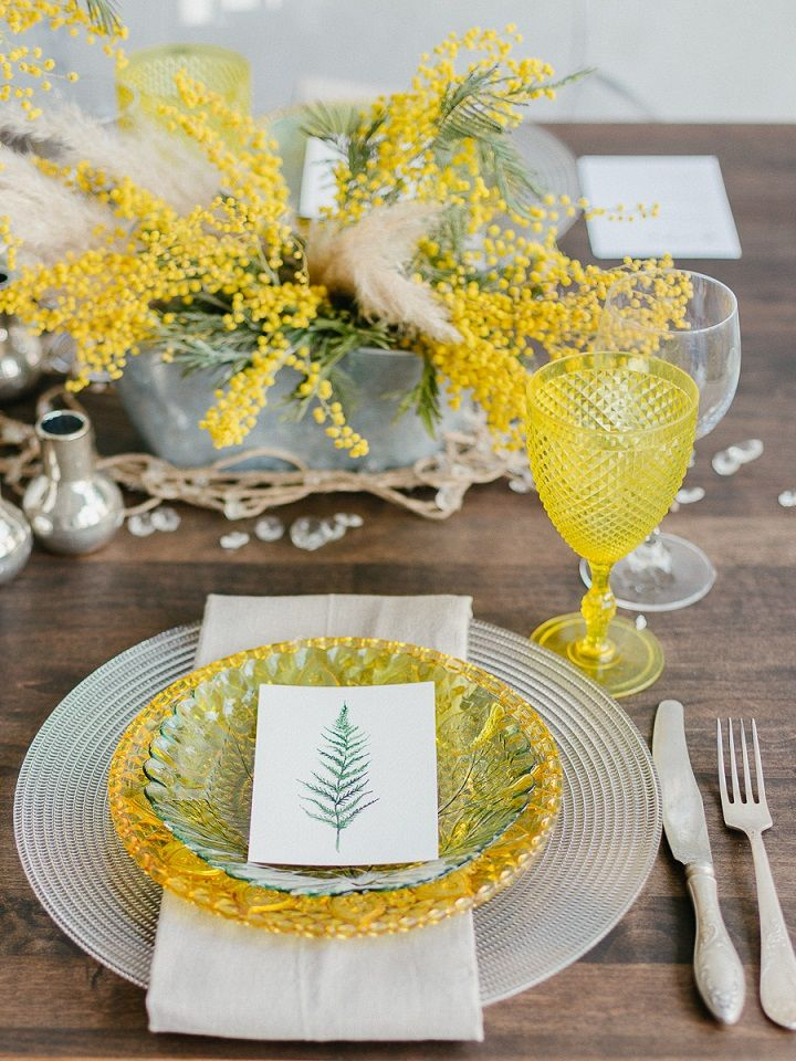 Yellow wedding place setting | Yellow Wedding table decorations | fabmood.com #wedding #springwedding #yellowwedding #weddinginspiration
